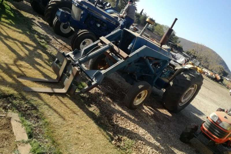 Ford Two wheel drive tractors Ford 5000 with Frontloader Tractors