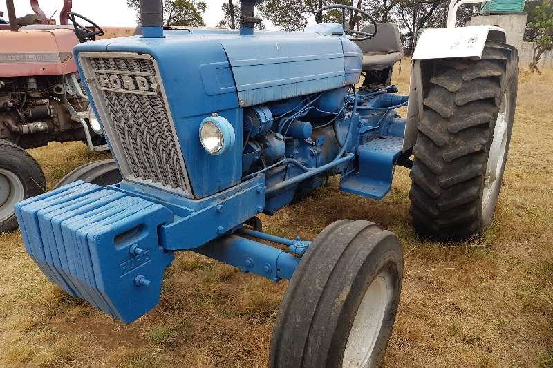 Ford Two wheel drive tractors Ford 7600 Tractors