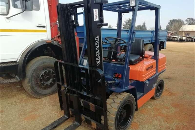 0 Forklifts