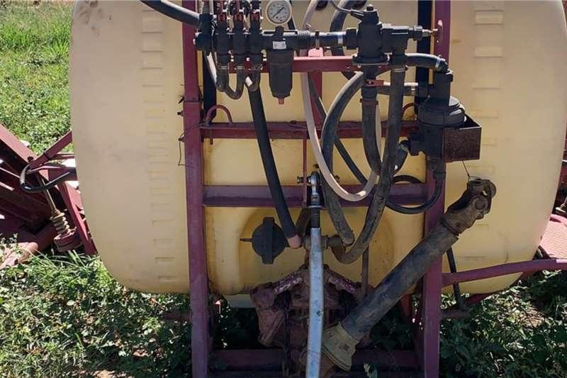 Hardi Boom sprayers 1000 Lt Hardi Spuit met 12m Boom Spraying equipment