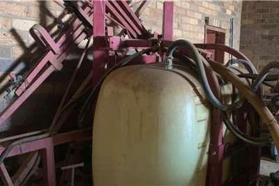 Hardi Boom sprayers 600 Lt Hardi Spuit met 14m Boom Spraying equipment
