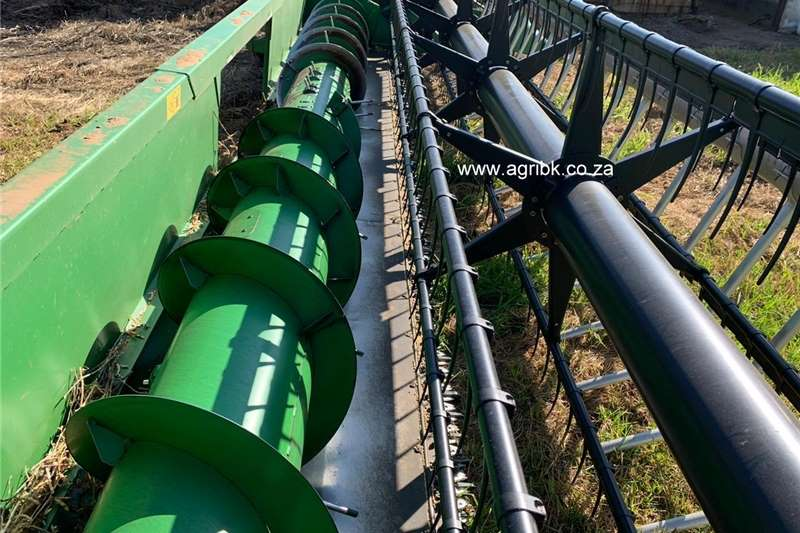 Flex headers John Deere 625 F Harvesting equipment