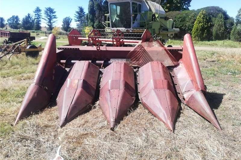 Forage harvesters H&C Tweedehanse Trekkers en PlaasImplemente Harvesting equipment