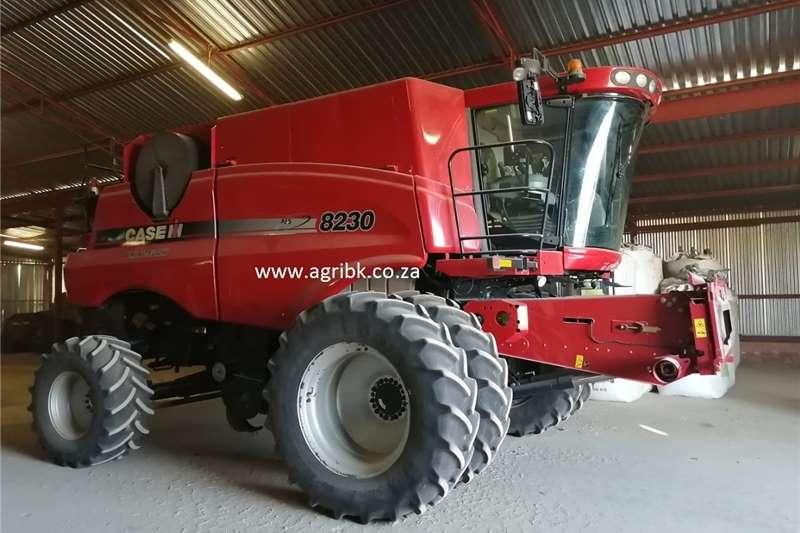 Grain harvesters Case 8230 Harvesting equipment