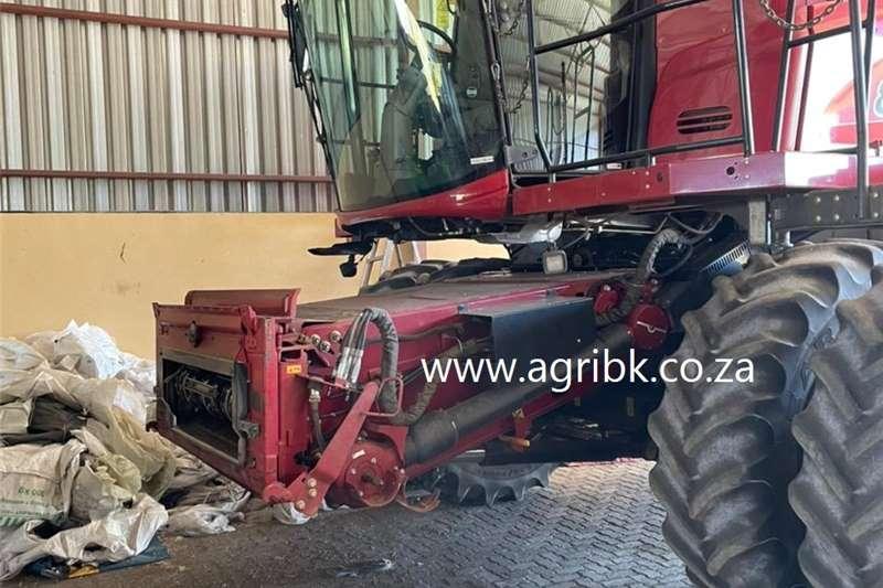 Grain harvesters Case IH 8240 Harvesting equipment