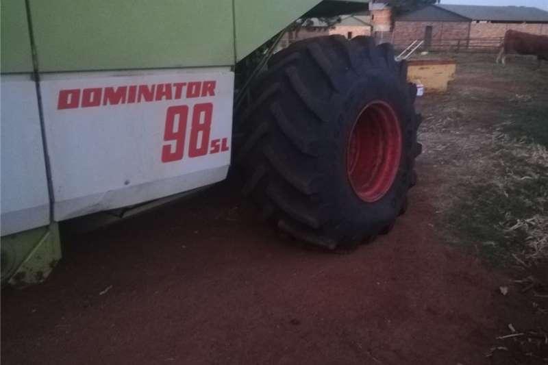 Grain harvesters CLAAS 98 Combine Harvester Harvesting equipment