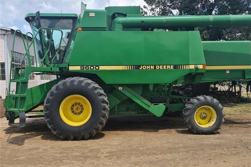 Grain harvesters JD 9600 Harvesting equipment