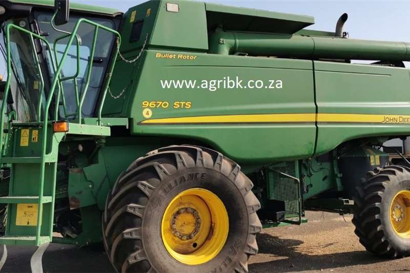 Grain harvesters John Deere 9670 STS Harvesting equipment