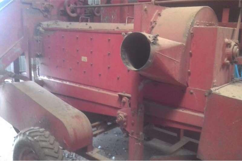 Grain harvesters Soilmaster Harvesting equipment