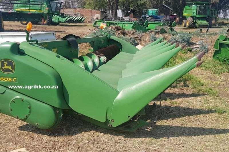 Harvesting equipment Grain headers John Deere 608 C 2013