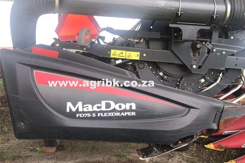 Harvesting equipment Grain headers MacDon FD75 S FlexDraper 2013