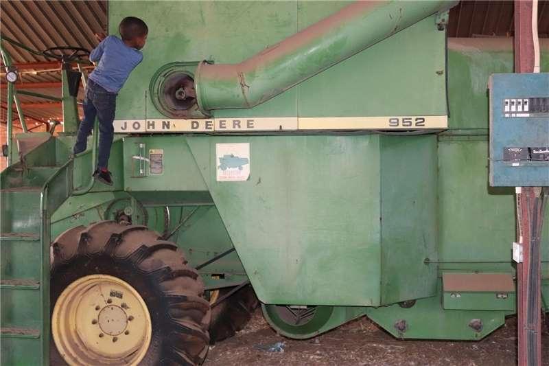 J.A van der linde Harvesting equipment