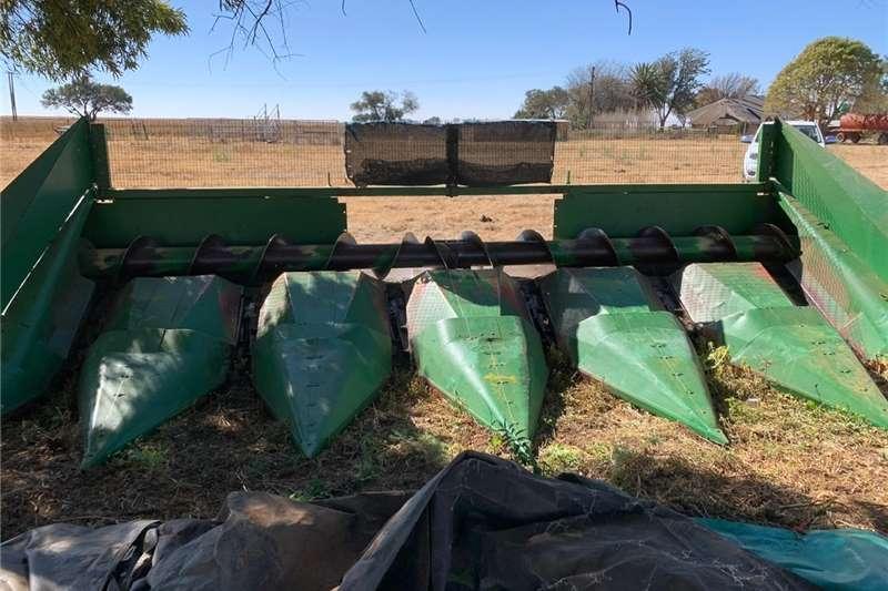 Maize headers 6 Ry x 1.0m John Deere 494 Mielie Tafel Harvesting equipment