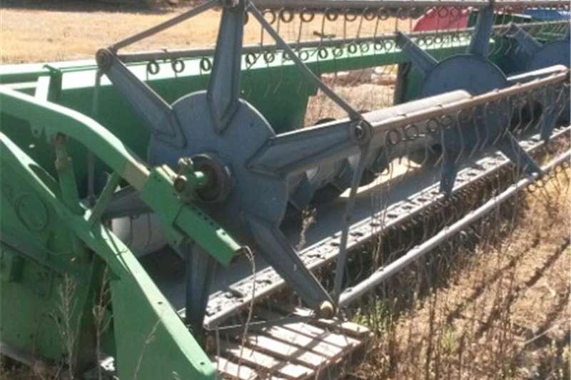 Harvesting equipment Wheat headers New holland koring tafel maize head