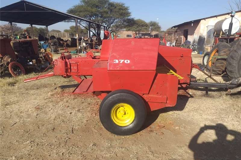 Bale handlers 370 New Holland Baler Haymaking and silage