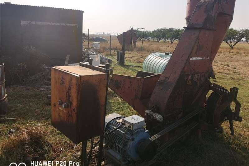 Hammer mills MF hamermeul met elektriese motor. Haymaking and silage
