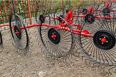 Rakes New 4 disc wheel rakes Haymaking and silage