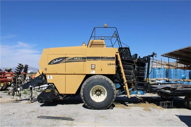 Haymaking and silage Square balers CHALLENGER LB44 BALER 2002