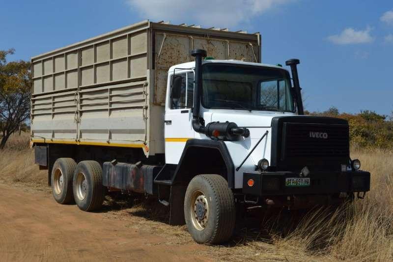 Iveco Trucks Double Axle IVECO 6X6 GAME TRUCK 1996