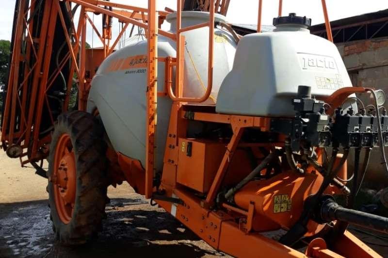 Jacto High clearance sprayers 3000 Advance AM18 Spraying equipment