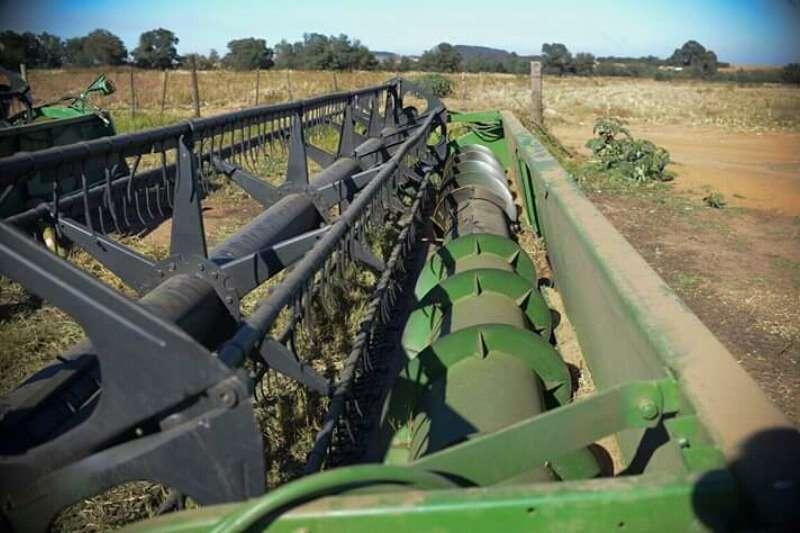 John Deere 925 Combine harvesters and harvesting equipment