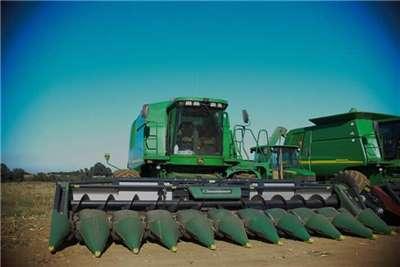 John Deere 9560 Combine harvesters and harvesting equipment