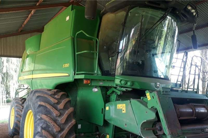 John Deere Combine Harvesters and Harvesting Equipment Grain Harvesters John Deere S 550 2012