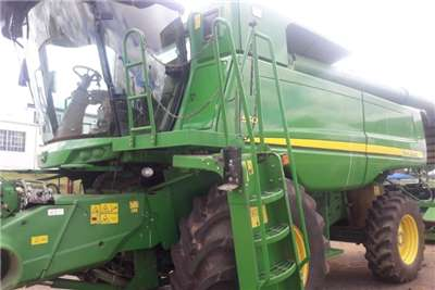 John Deere Combine Harvesters and Harvesting Equipment Grain Harvesters John Deere S 550 + Tafels 2012