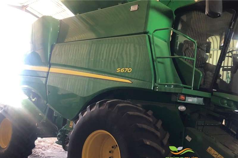 John Deere Combine harvesters and harvesting equipment Grain harvesters John Deere S 670 2017