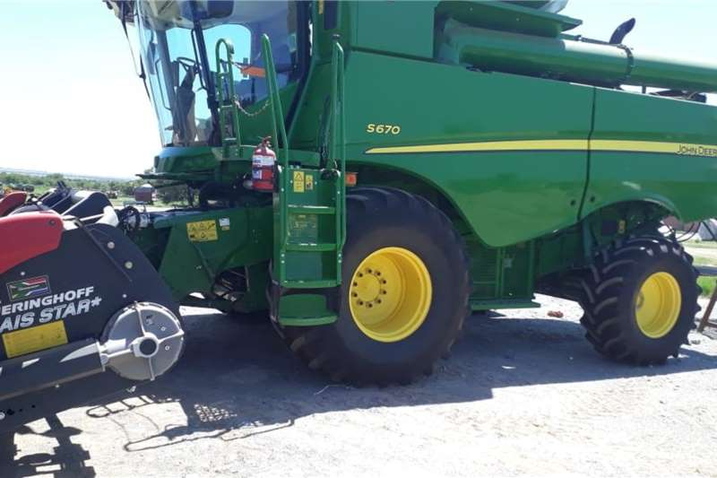 John Deere Combine harvesters and harvesting equipment Grain harvesters John Deere S 670 2017