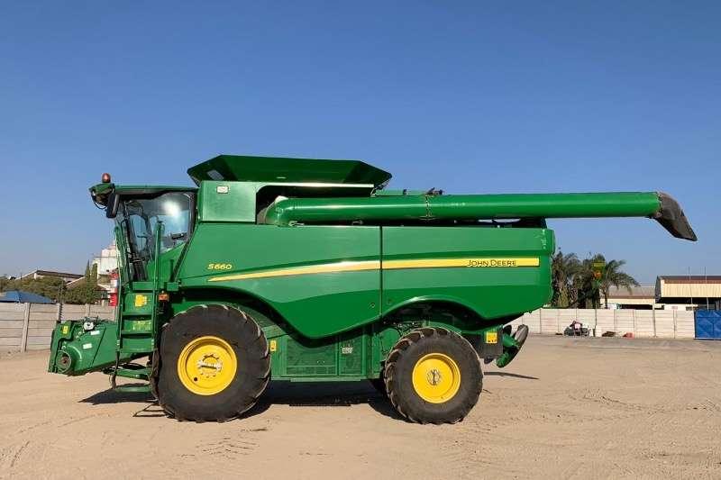 John Deere Combine harvesters and harvesting equipment Grain harvesters S 660 2016