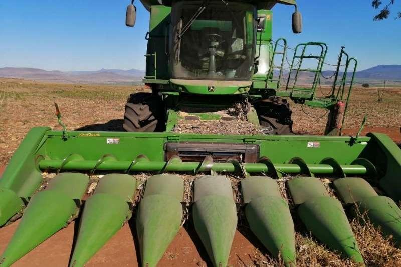 John Deere Combine Harvesters and Harvesting Equipment Maize Heads John Deere 893