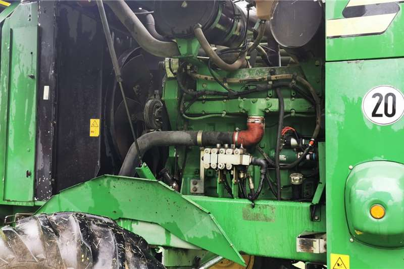 John Deere 2005 John Deere 7400 Forage Harvester Harvesting equipment