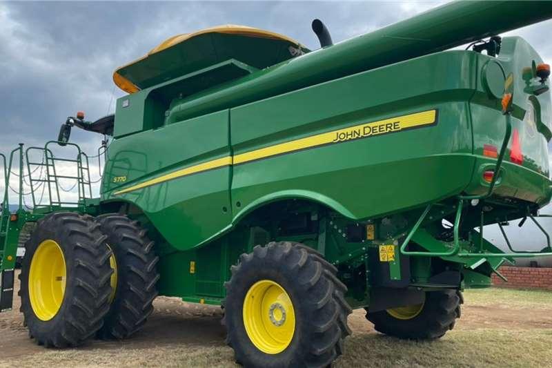 John Deere 2021 John Deere S770 Combine Harvesting equipment