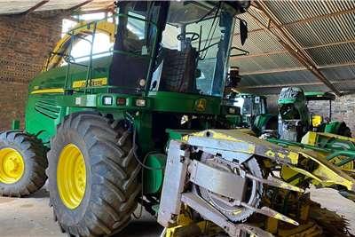 John Deere Forage harvesters John Deere 7550 + Kemper 345 Harvesting equipment