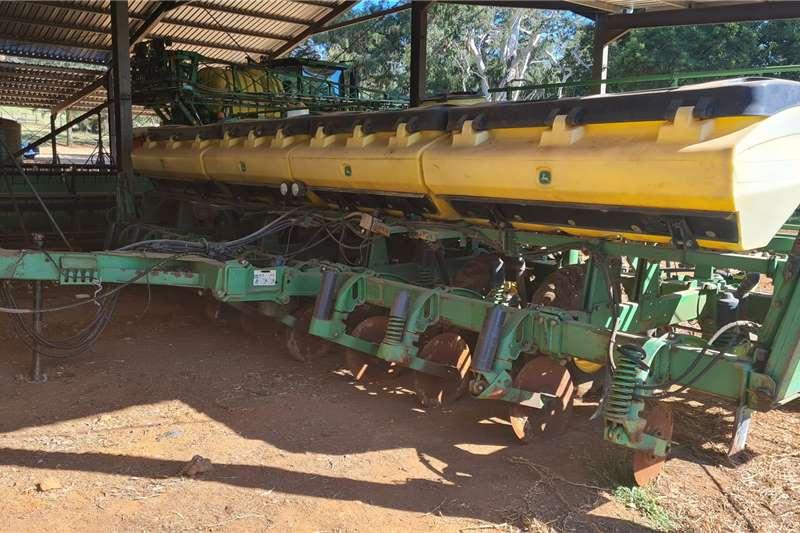 John Deere John Deere 2117 10row 0.76cm Maize Planter Harvesting equipment