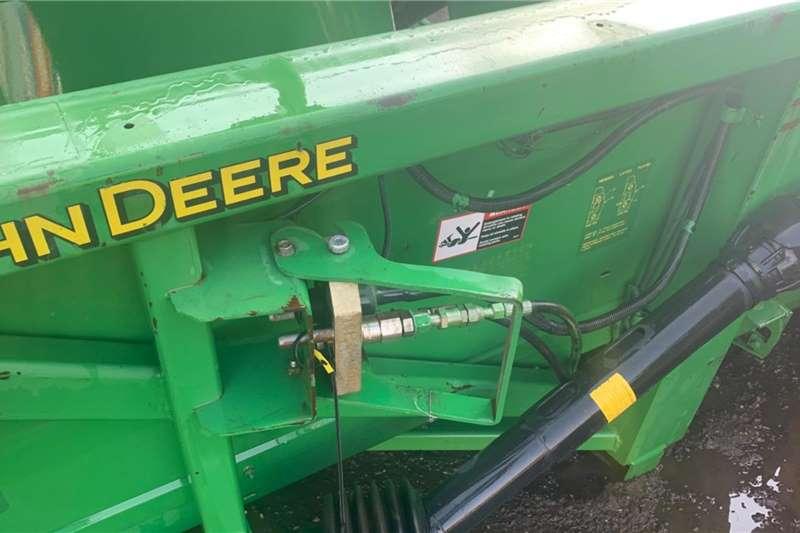 John Deere Maize headers John Deere 694 Head with hydraulic deck plates. 6 Harvesting equipment