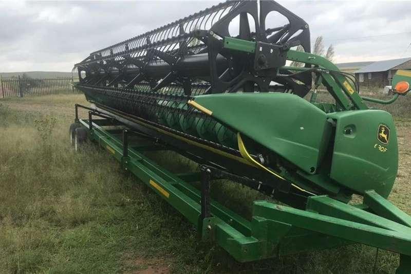 John Deere Harvesting Equipment Other Combine Harvesters and Harvesting Equipment John Deere 630 F + Cart 2012