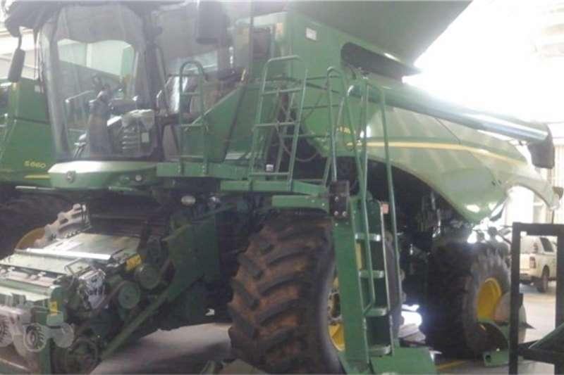 John Deere Harvesting equipment S680 2011