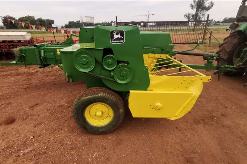 John Deere Haymaking and silage Bale shredders