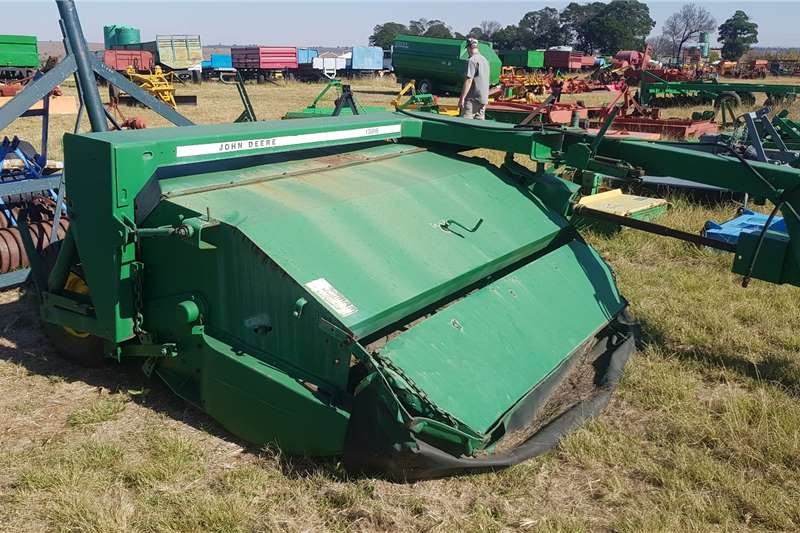 John Deere Haymaking and silage Disc mowers 1326