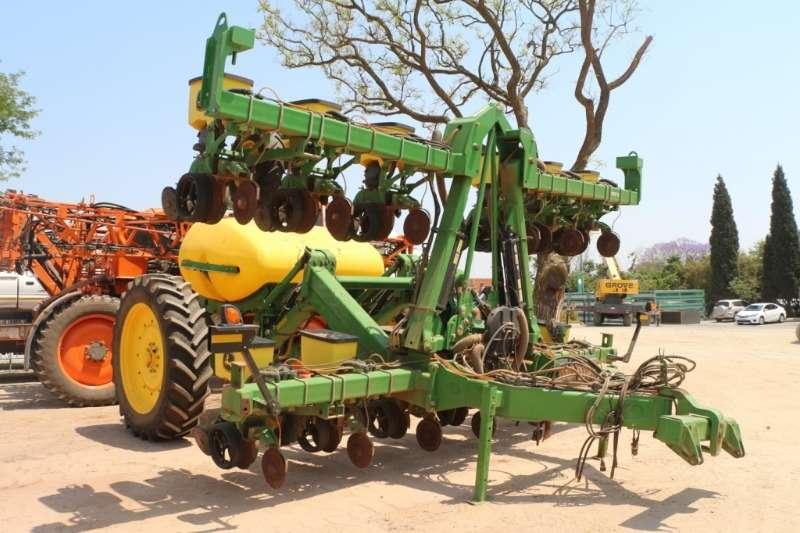 John Deere Planting and seeding 3030 Self Propelled Sprayer 2014