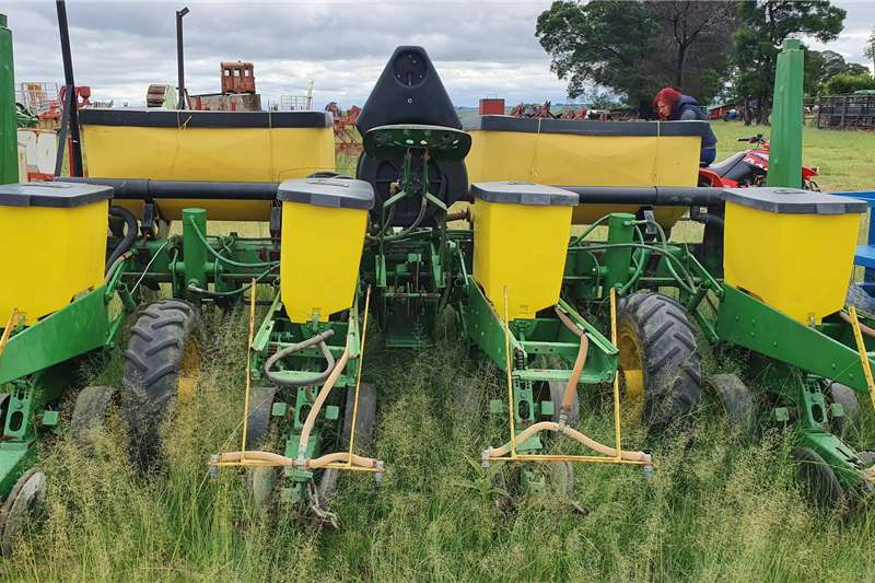 John Deere Planting and seeding Drawn planters 1750 4 row vacuum planter and electrolee monitor