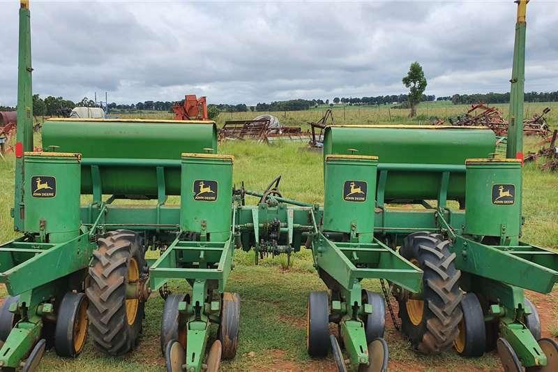 John Deere Planting and Seeding Drawn Planters 7000 4 row planter