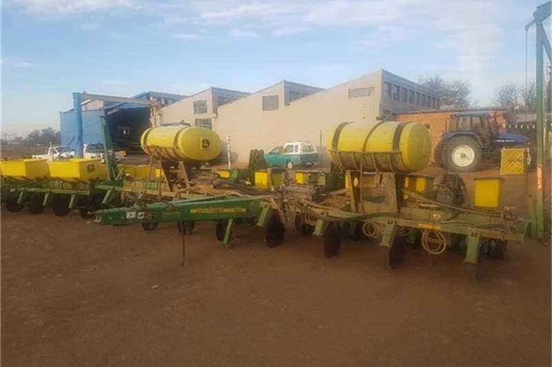 John Deere Planting and seeding equipment 1750 2011 JOHN DEERE 1750 501060 2011