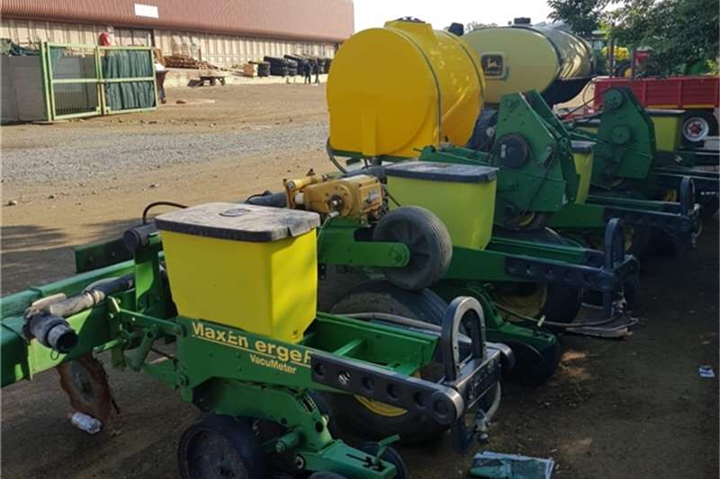 John Deere Planting and seeding equipment 1750 2011 JOHN DEERE 1750 501396 2011