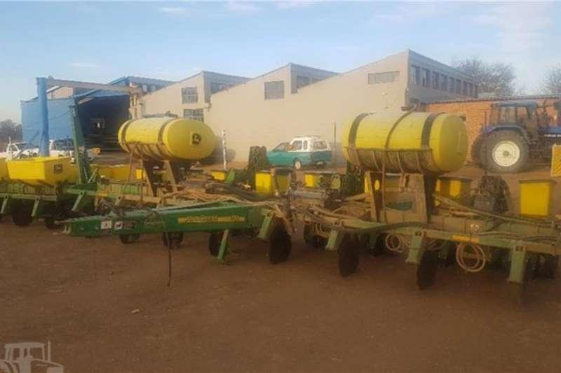 John Deere Planting and Seeding Equipment 1750 8Row 2011