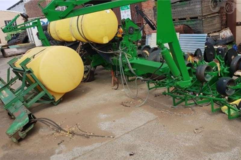 John Deere Planting and seeding equipment 1760 0.9 m wingfold