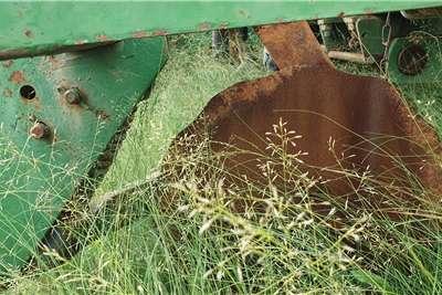 John Deere Drawn planters 1750 Planting and seeding equipment