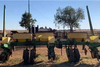 John Deere Drawn planters 3 Ry John Deere 7200 Vinger planter Parte Planting and seeding equipment